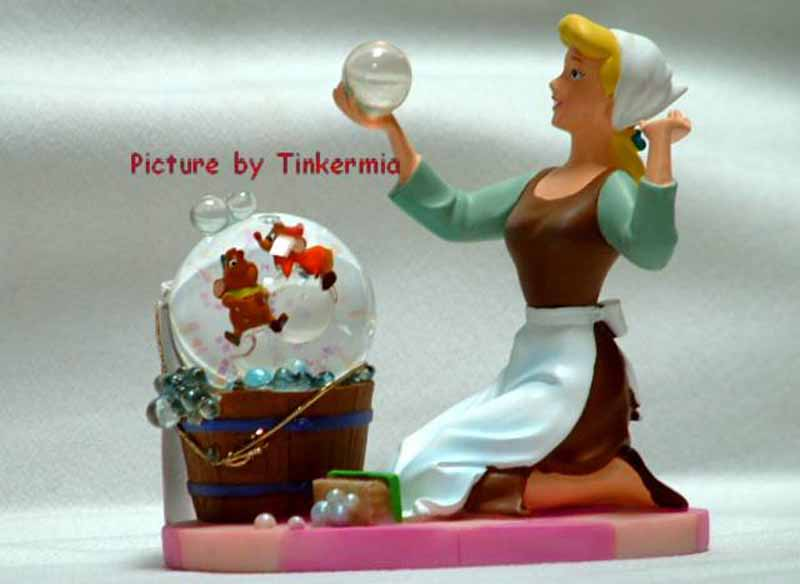 Electric Snow Globe http://www.viewgoods.com/general/cinderella-snow-globes.html